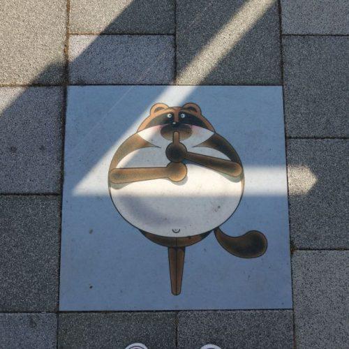 Fußbodengrafik an Bushaltestelle #3