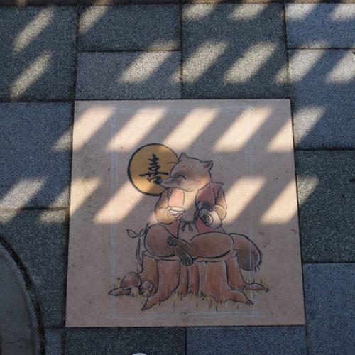 Fußbodengrafik an Bushaltestelle #2
