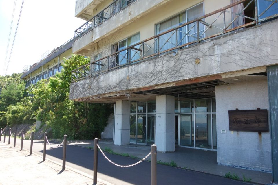 Verlassenes Hotel auf dem Berg Yashima #1
