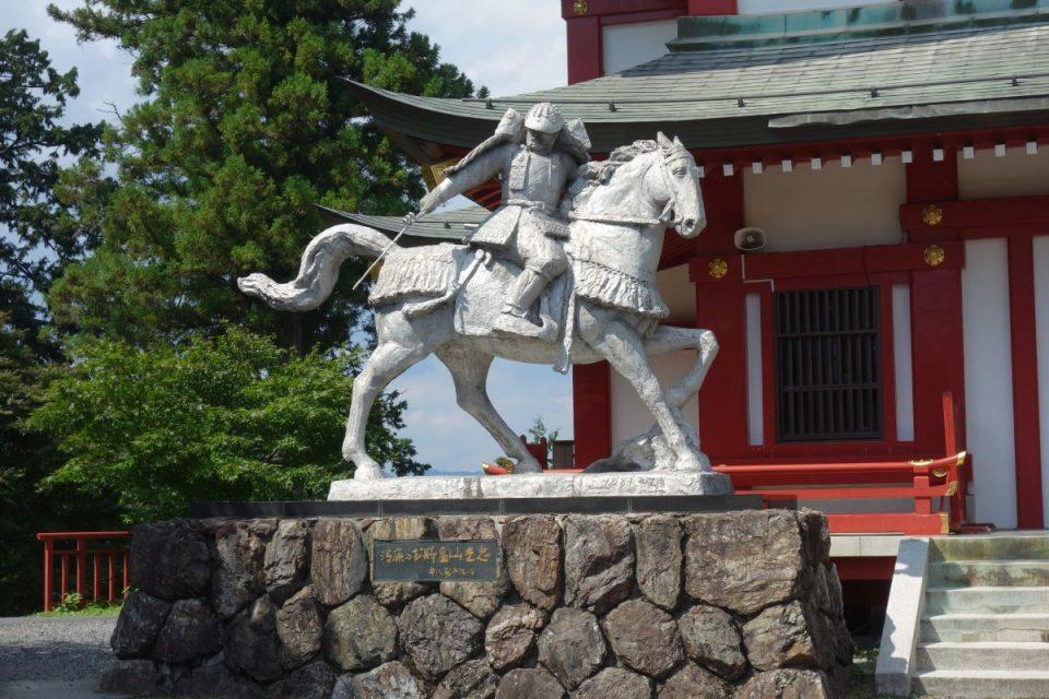 Statue am Mitake-Schrein