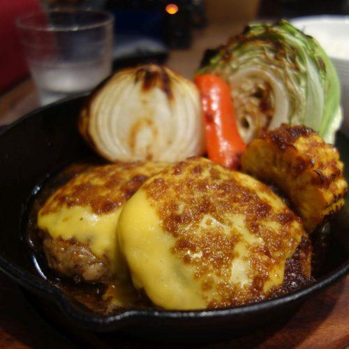 Japanischer Hamburger mit Pfannengemüse