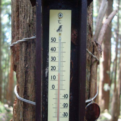 Thermometer auf der Bergspitze Yashu