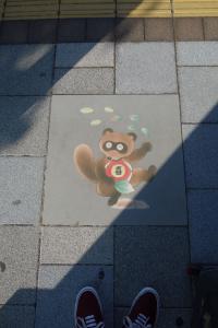 Fußbodengrafik an Bushaltestelle #4