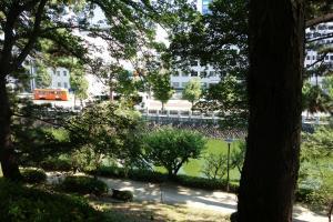 Blick auf die Straße mit Iyutetsu Bahn
